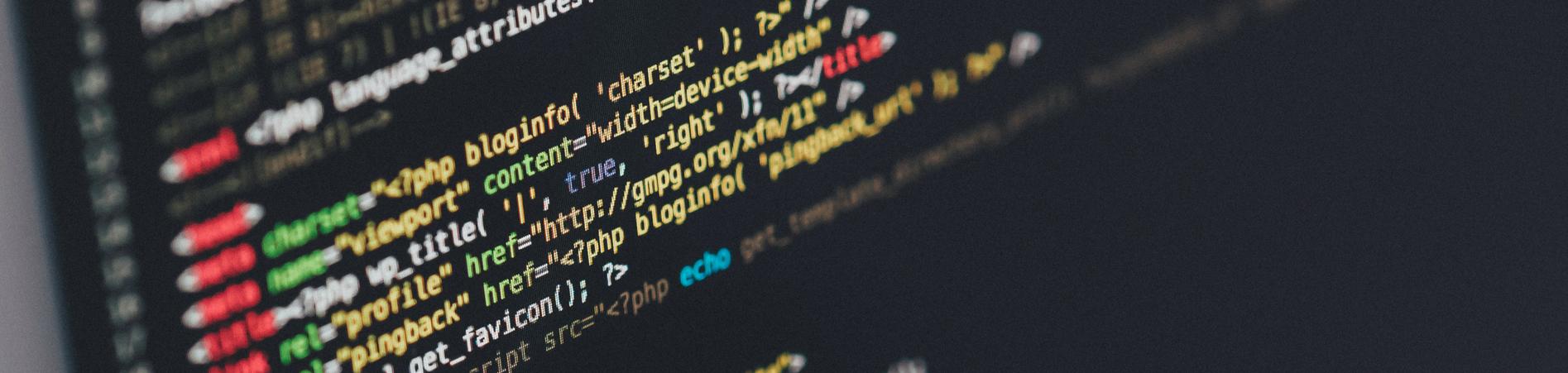 webdesign bielefeld Bildschirm mit HTML-Code